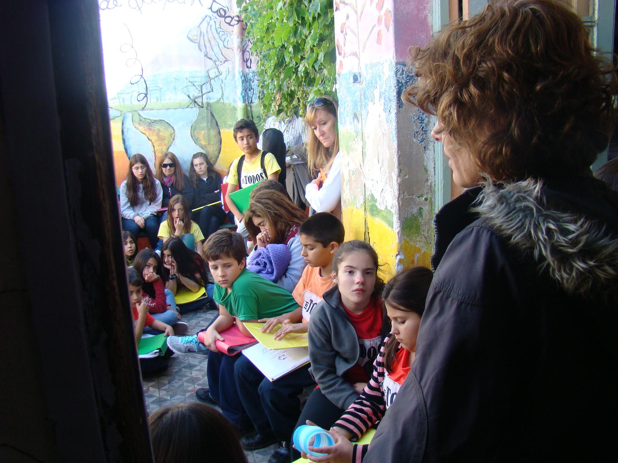 Los chicos de diferentes edades dibujaban en una actividad escolar, en 2014.
