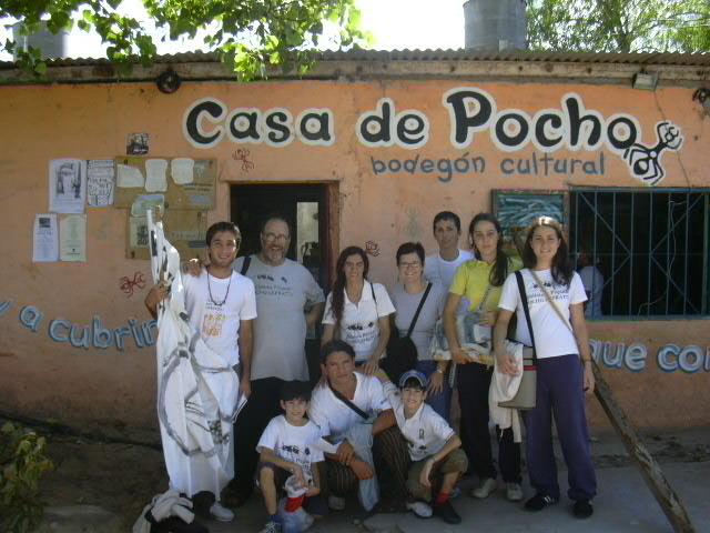Algunos de los chicos de talleres y docentes en 2006.