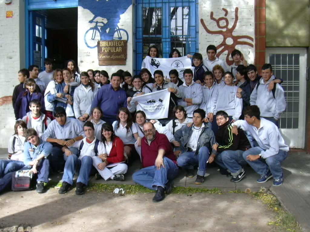 Alumnos de una escuela secundaria en la biblioteca en 2006.