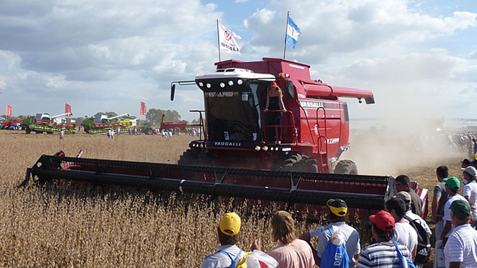 Las cosechadoras de Vasalli, un ícono de la producción en el sur santafesino