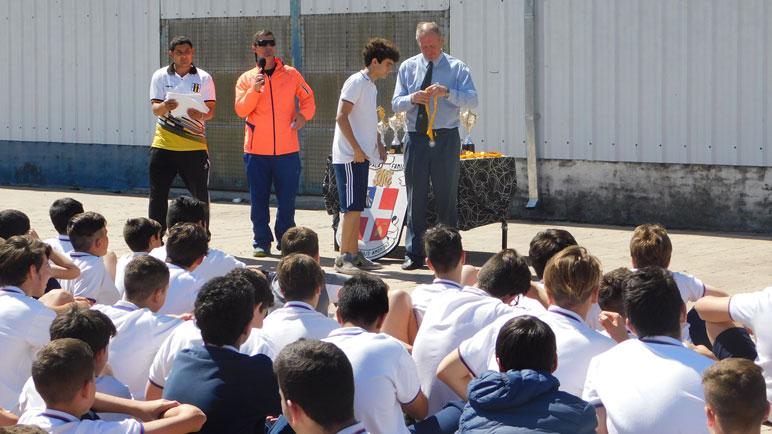 El director del colegio, Juan Reschini, presente en la entrega de premios