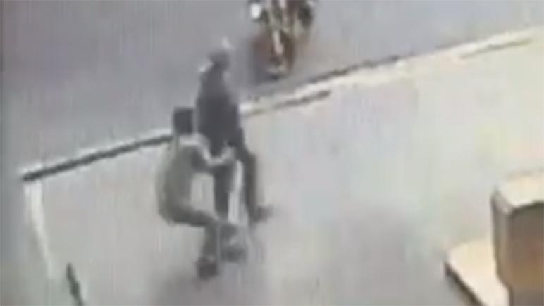 El robo quedó registrado en las cámaras de seguridad