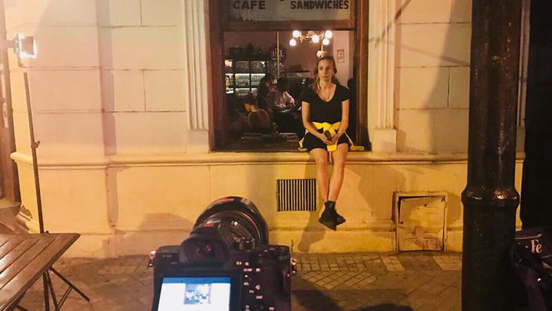 """La actriz se encuentra recorriendo la ciudad en el marco de la filmación de """"Singapur""""."""