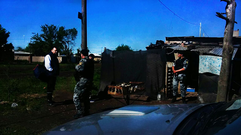 Los móviles de la policía se dirigieron a Pescio y Alberdi.