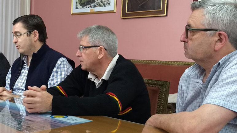 Sarasola, junto a los miembros de la Comisión Directiva.