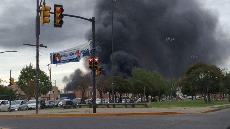 El incendio fue controlado por los bomberos.