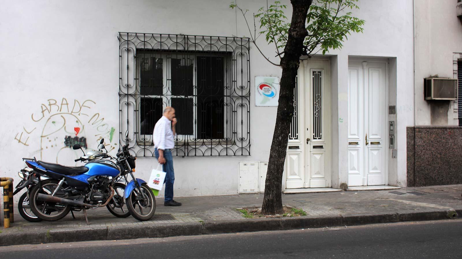 La sede de la Mutual del personal de rentas de la Provincia, denunciada por estafa, ubicada en Tucumán al 1700.