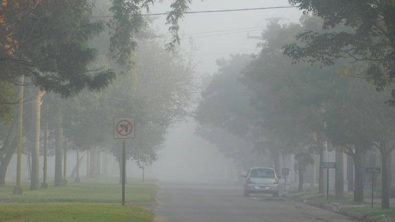 Una densa niebla se presentó en la mañana del viernes.