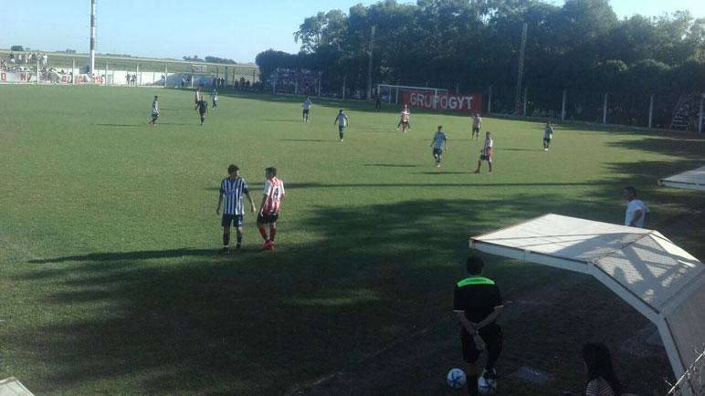 Salió el sol para Pujato. Atlético superó 3-0 a Aprendices.