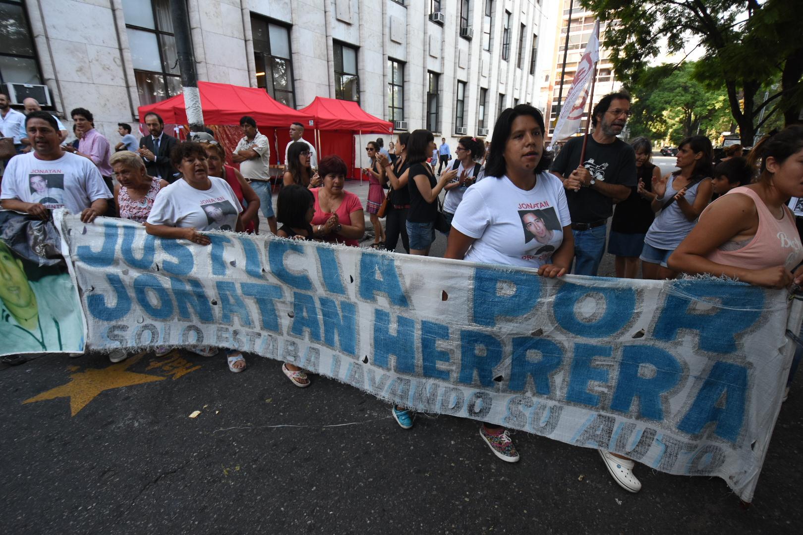Juzgan a cinco policías por el crimen de Jonathan Herrera - RosarioPlus