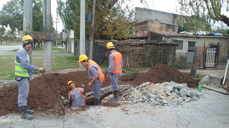 Los obreros de Aguas Santafesinas trabajan en Tucumán y 9 de Julio.