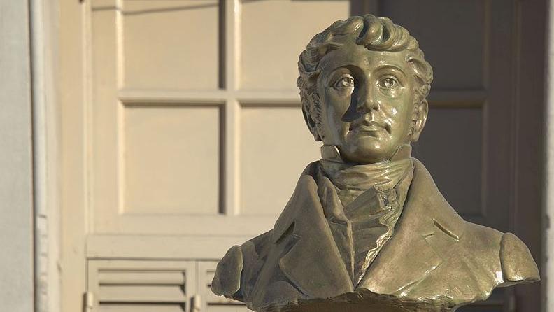 Busto a Manuel Belgrano en Tandil (Wikicommons)