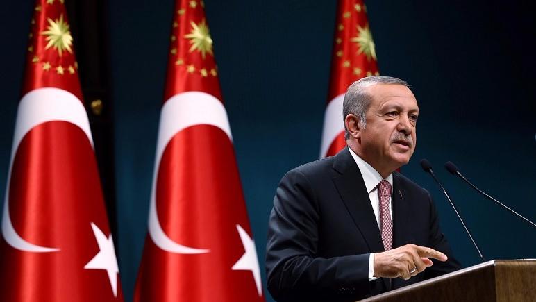 Erdogan no afloja y sigue cerrando medios y despidiendo empleados