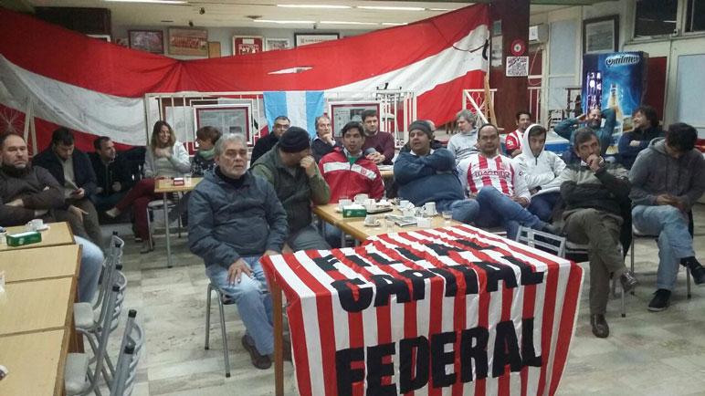 Como ocurrió el viernes, hubo apoyo para la Selección en la sede del Club Alumni.