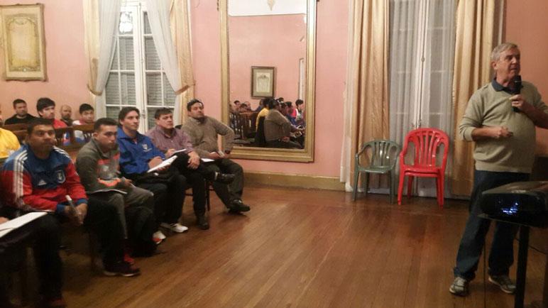 El Salón Dorado estuvo repleto para escuchar a los especialistas.