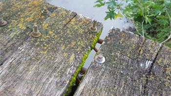 Las maderas se están separando al punto que después caen.
