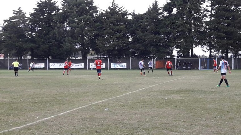 Casilda Club despachó 3 - 0 a Unidos y está adentro.