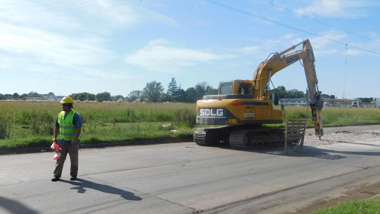Los obreros y la máquinas ahora se trasladaron al Boulevard Tomat.