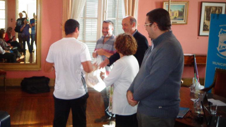Hubo entrega de materiales a los profes.