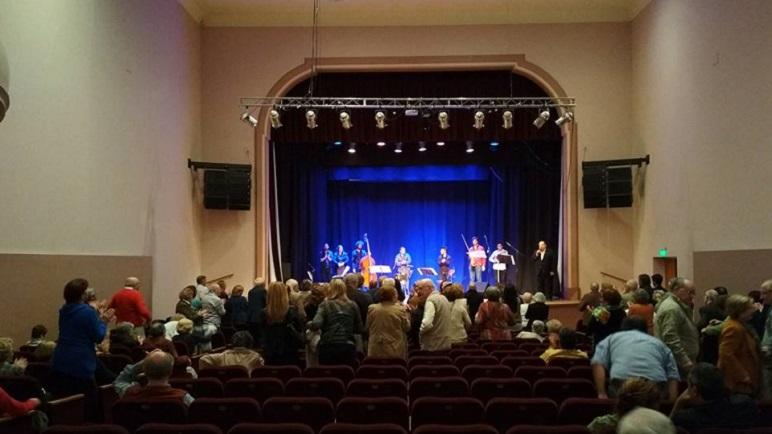La Orquesta La Biaba brindó un concierto el domingo por la noche.