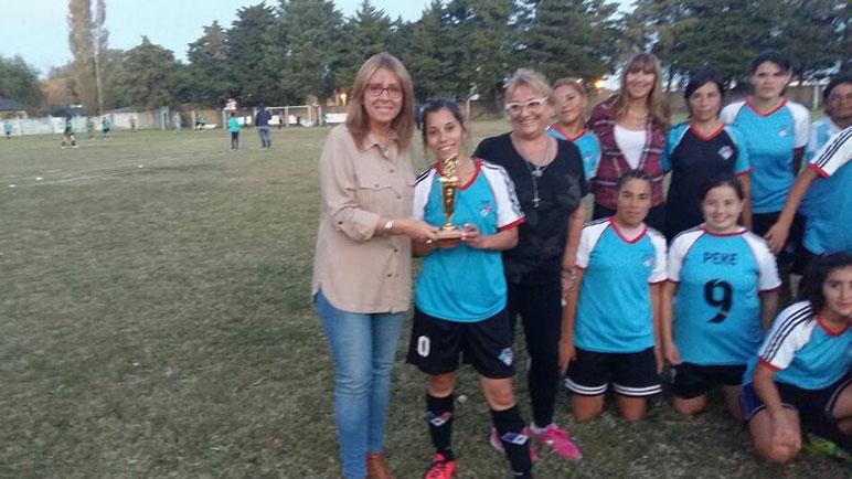 Claudia Giaccone reconoció el trabajo del equipo femenino de Casilda Club.