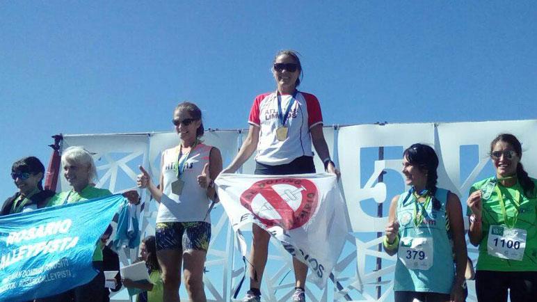 Celina Beltrán, arriba de todos. La atleta local volvió a subirse a un podio.