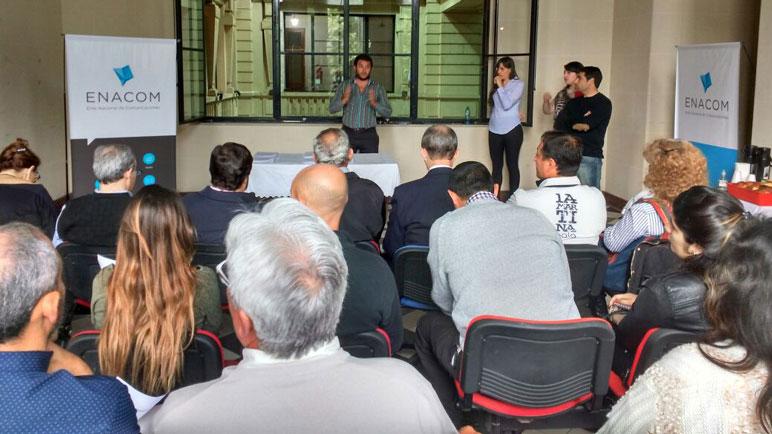 La reunión Defensoría del Pueblo y Enacom en Rosario.