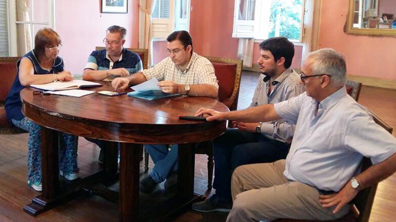Sarasola y la comisión del FAE estuvieron al frente del acto.