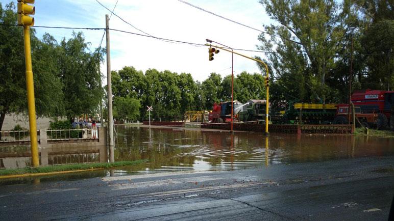 El agua amenaza a la localidad de Chabás.