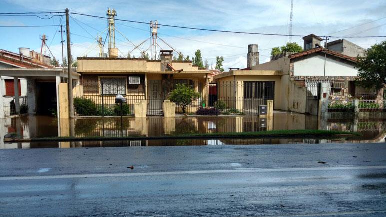 En Chabás, el agua está cerca de las casas.