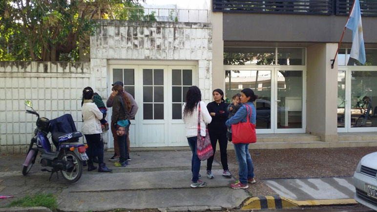 Familiares, integrantes de agrupaciones y vecinos se convocaron frente a Fiscalía.