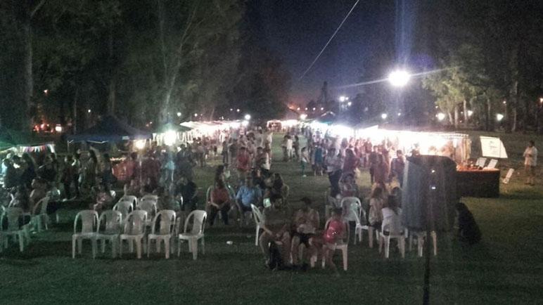Una importante cantidad de gente se acercó a compartir la feria.