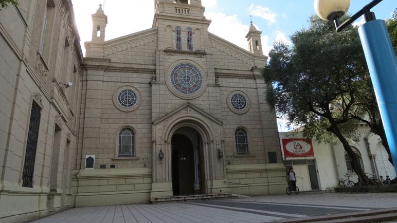 La Parroquia San Pedro ofrece misa en distintos horarios.