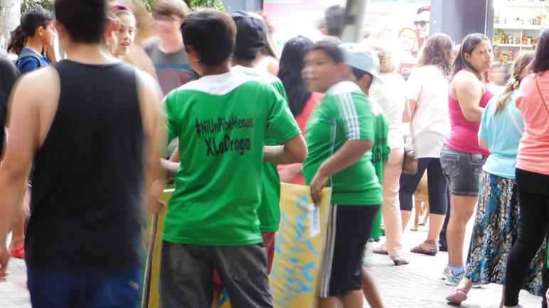 Los chicos se pusieron la camiseta.
