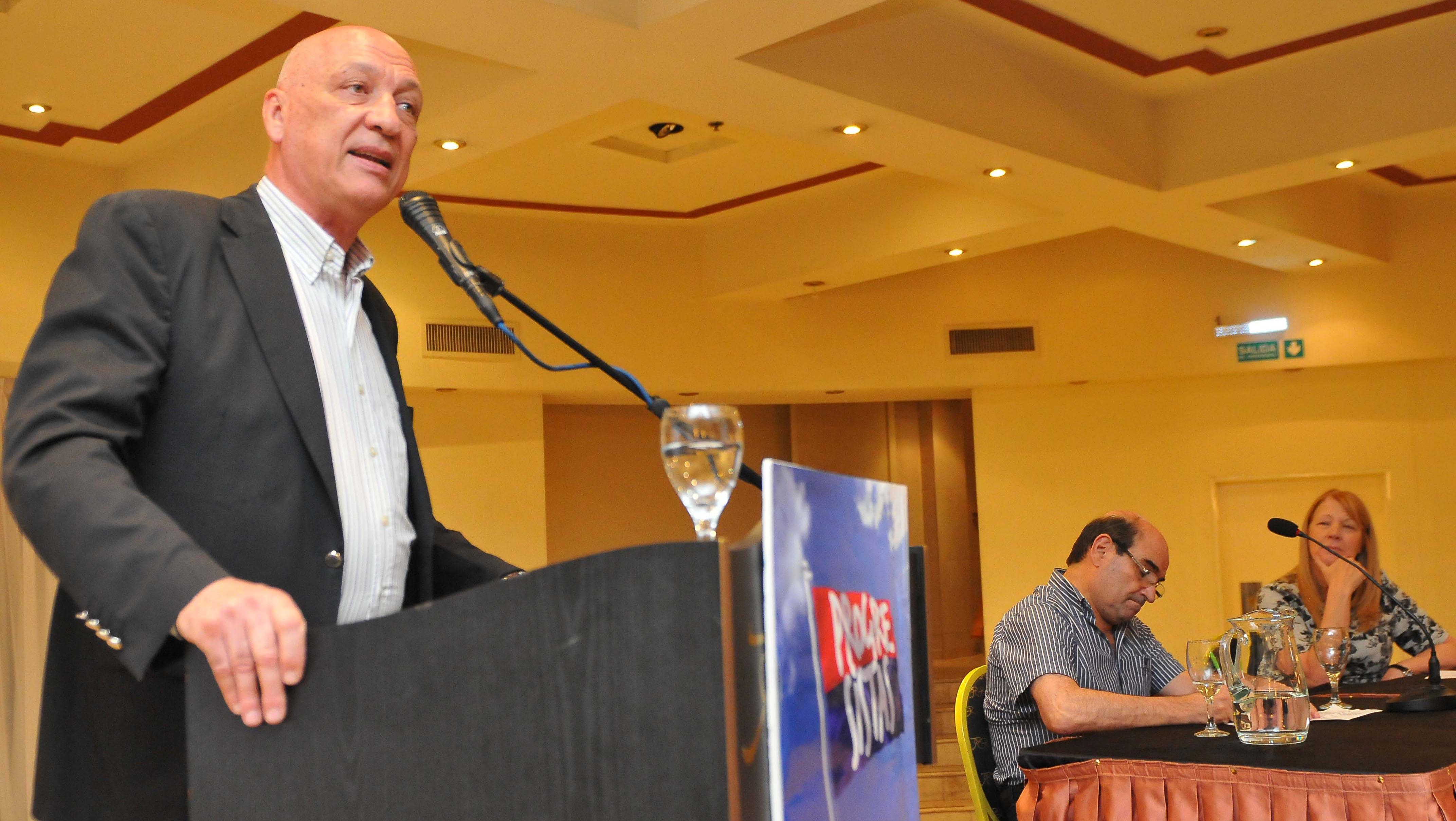 Bonfatti cerró el encuentro nacional de Progresistas junto a Tumini y Stolbizer (Télam)
