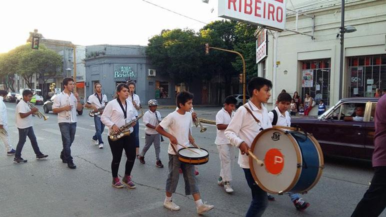 Las bandas recorrieron calle Buenos Aires.