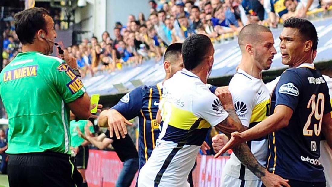 Teo se fue expulsado tras festejar el gol provocando a los hinchas xeneizes (Télam)