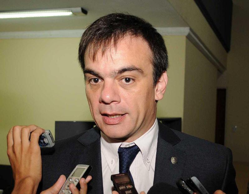 El ex ministro Lewis es el defensor de Aliau.