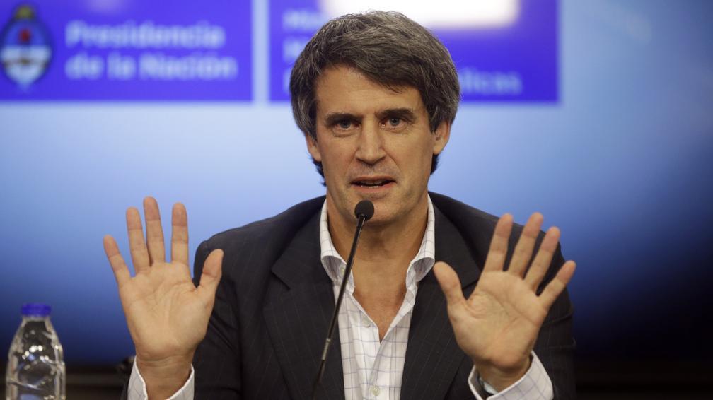 Alfonso Prat-Gay anunció que habrá excepciones en ganancias para el medio aguinaldo.