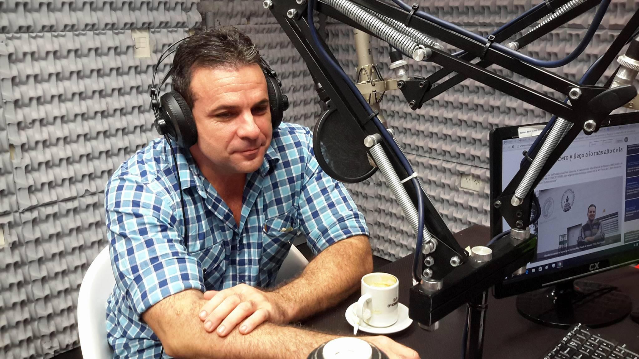 Fernández en una entrevista en Sí 98.9