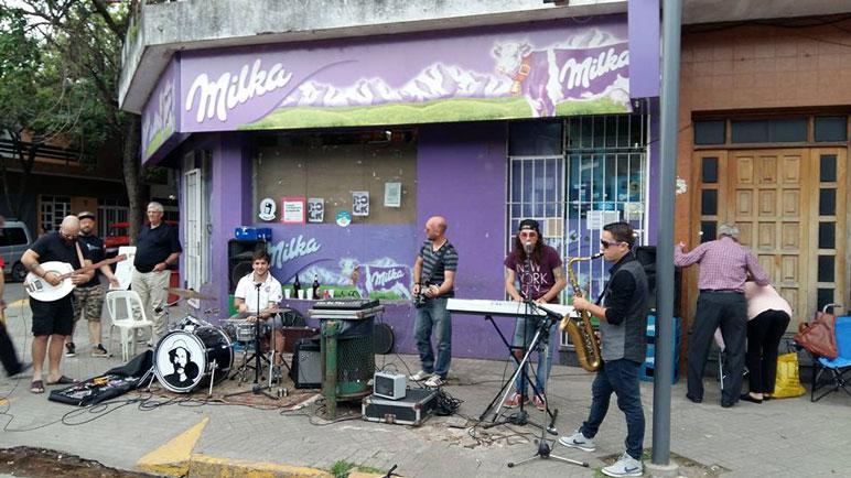 Por un día, la calle se nutrió de música, para disfrute de todos.