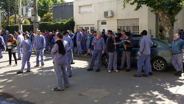 El 11 de octubre trabajadores de Gherardi marcharon a la sede local de Trabajo.