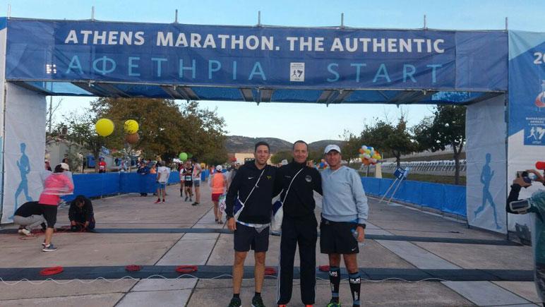 Juan Carlos Hrdalo y Francisco Salinardi en la Maratón de Atenas.
