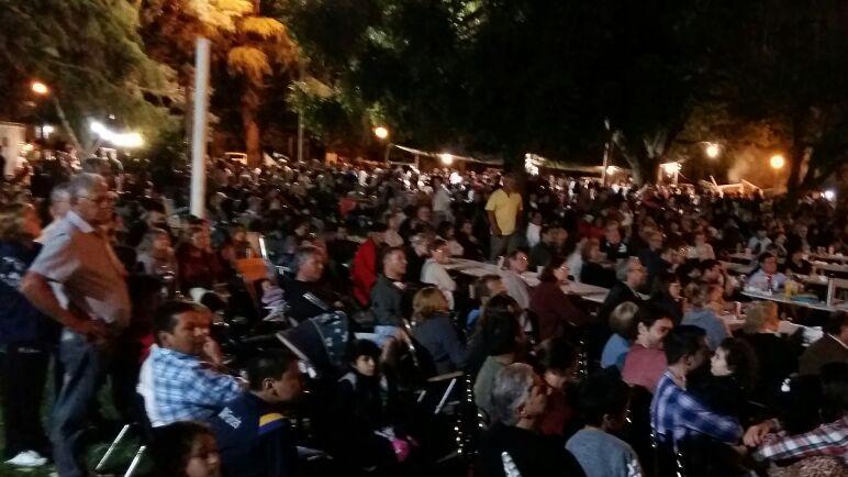 Algunas de las imágenes que regaló la noche del sábado en Alberdi.