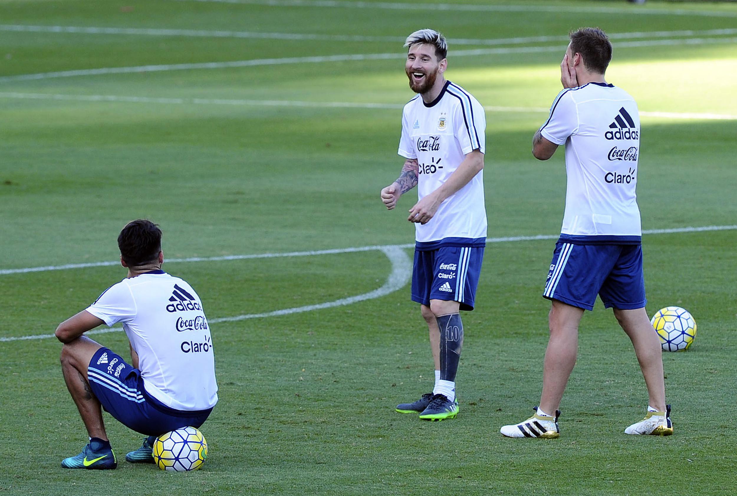 Messi ya entrena con sus compañeros en Belo Horizonte (Télam)