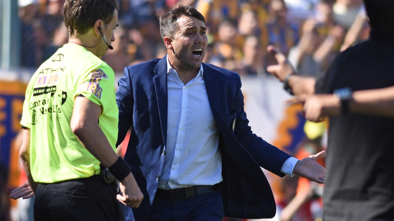 A dos semanas del Clásico, Coudet sigue criticando a Ñuls. (Foto: Juan José García)