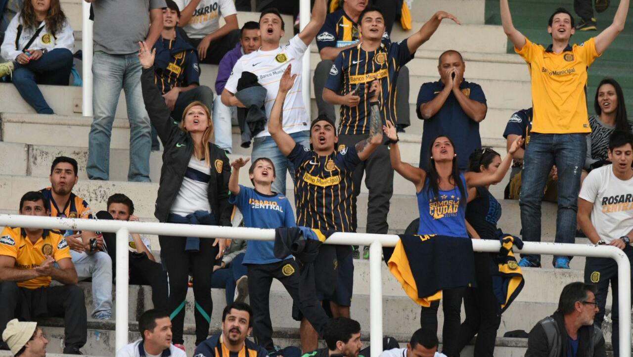 Poco a poco, las tribunas tomaron color(Foto: Juan José García)