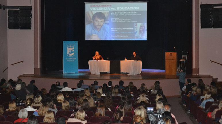 Pecoraro y Díaz Castelli encabezaron la charla-debate.