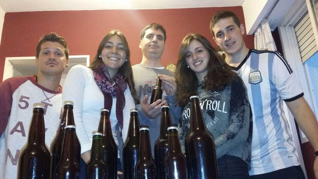 Los estudiantes de Agroindustria de la alimentación presentan cerveza propia.