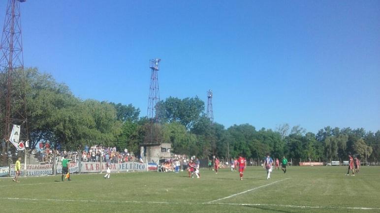 Postal de Parque Casado. Unión será anfitrión de Belgrano en semifinales.